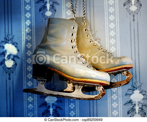 Photo background old skates on the wall - csp89259949