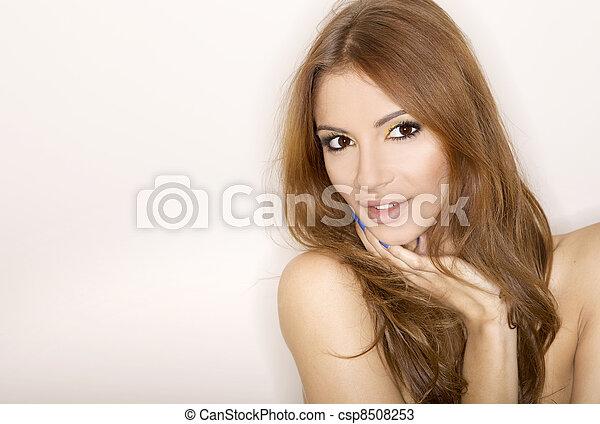 piękna kobieta, dorosły, zmysłowość - csp8508253