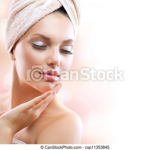 piękna kobieta, jej, po, młody, wanna, girl., dotykanie, zdrój, twarz - csp11353845