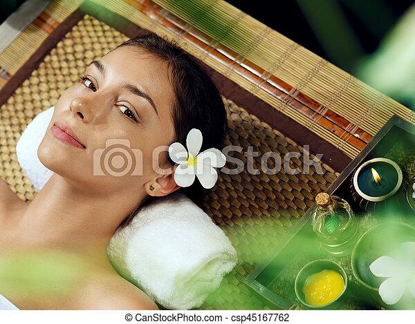 piękna kobieta, młody, środowisko, portret, zdrój - csp45167762