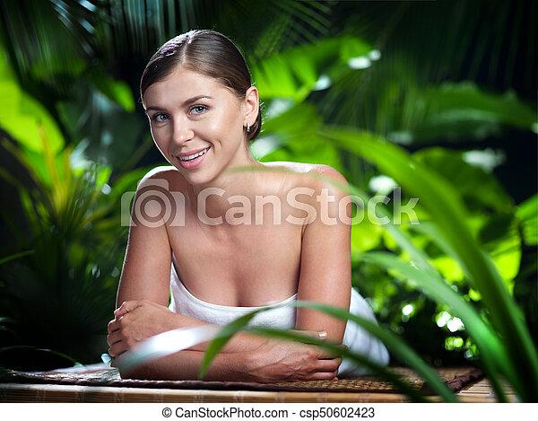 piękna kobieta, młody, environment., portret, zdrój - csp50602423