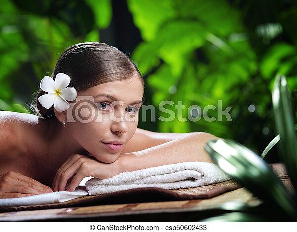 piękna kobieta, młody, environment., portret, zdrój - csp50602433