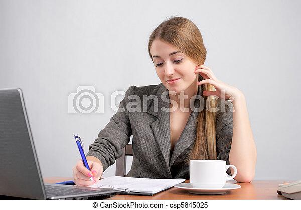 piękna kobieta, planowanie, praca - csp5845025