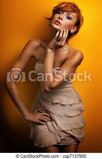 piękny, fason, fotografia, przedstawianie, rudzielec, dziewczyna, strój, czuciowy - csp7137905