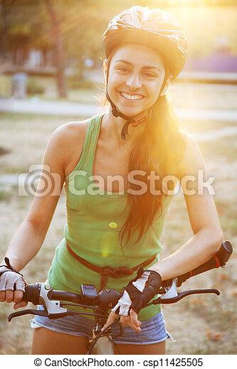 piękny, jeżdżenie, kobieta, rower, młody - csp11425505