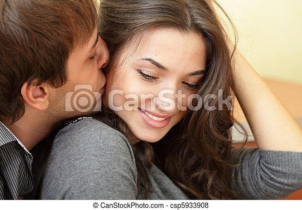 piękny, jego, pocałunki, młody, sympatia, człowiek - csp5933908