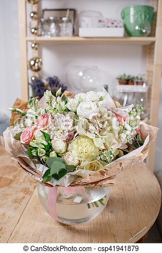 Piękny Kwiaty Bukiet Wazon Szkło Drewno świeży Mieszany Life Wciąż Stół