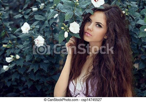 piękny, lato, kobieta, ogród, kędzierzawy, nature., hair., długi, tło, outdoors, portret - csp14745527