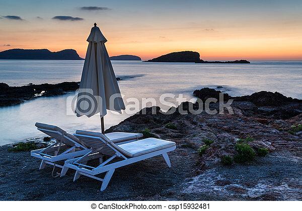 piękny, skalisty, motyw morski, na, śródziemnomorski, krajobraz, morze, wschód słońca, coastline - csp15932481