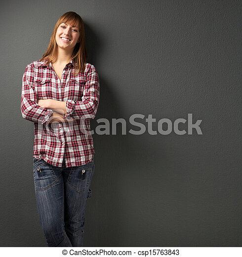 piękny, szary, uśmiechnięta kobieta, tło - csp15763843