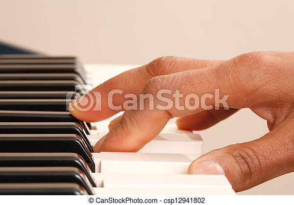 Practicando piano - csp12941802