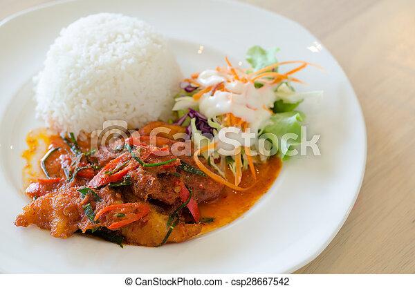 Pollo frito en salsa picante y arroz, tailandés - csp28667542