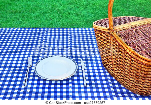 Picnic Basket On The Table With Blue White Tablecloth   Csp27879257