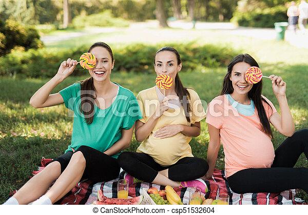 Picnic Coloreado Embarazada Golosinas Parque Tres Grande Posar Mujeres