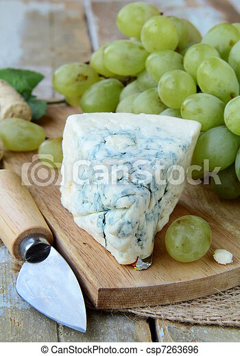 piece of blue cheese, grapes - csp7263696