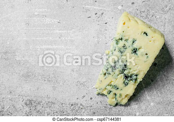 Piece of blue cheese. - csp67144381