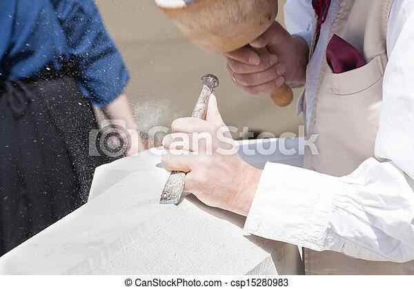 Escultor de piedra - csp15280983