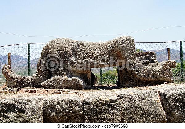 piedra, estatua - csp7903698