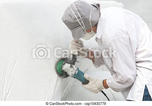 Escultor trabajando con piedra blanca - csp10430779