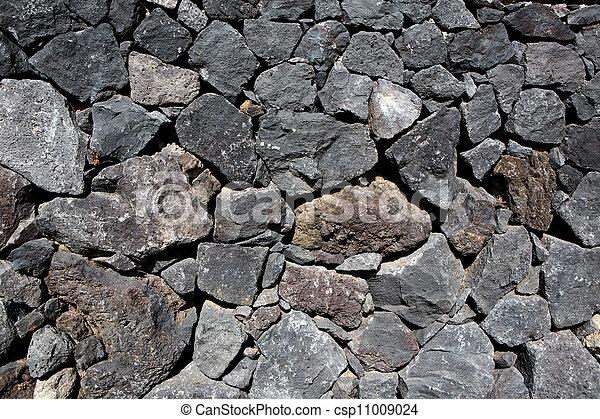 Una pared de masa volcánica de lava negra - csp11009024