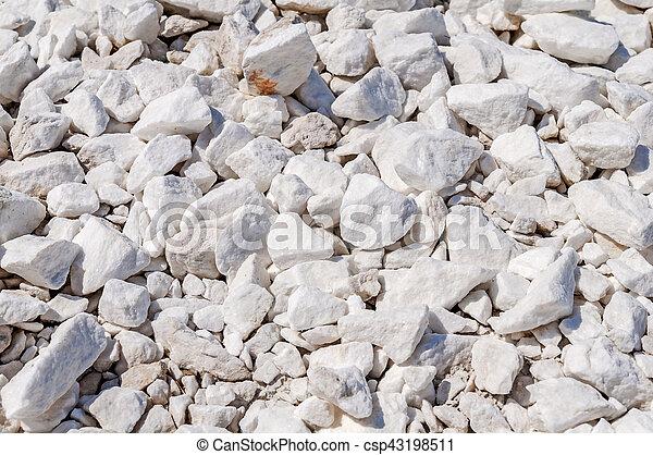 Antecedentes con piedras de mármol blanco - csp43198511