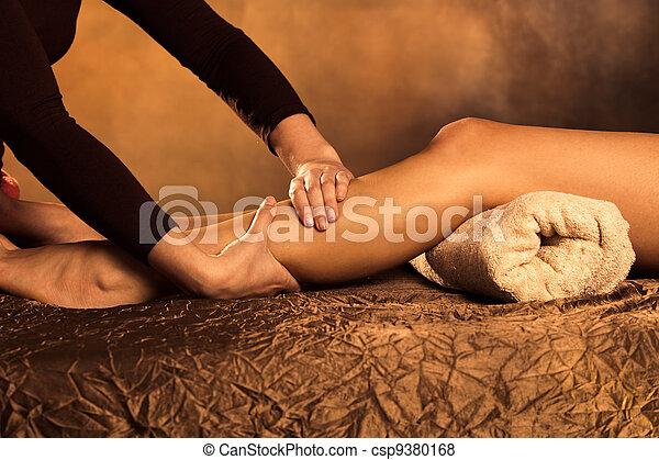Masaje de piernas - csp9380168