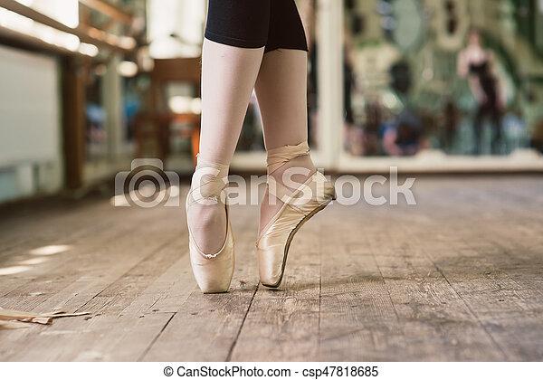 5a3a93d04 pies, bailarina, zapatos de ballet, bailando