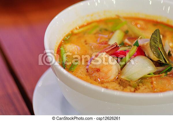 Mach die Tom-Yum-Suppe zu, traditionell würzige Krabbensuppe - csp12626261