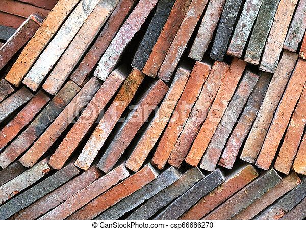 Antecedentes de viejas baldosas de arcilla en una pila - csp66686270