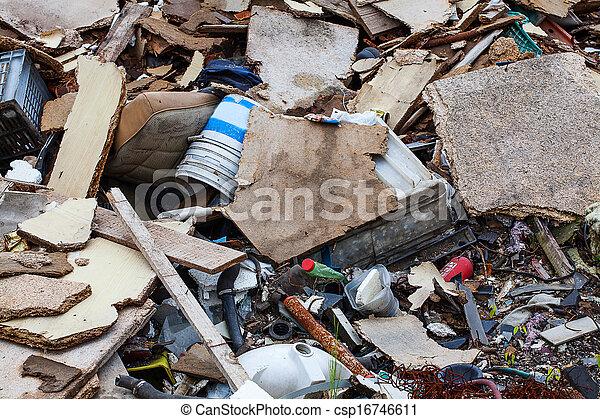 Un montón de basura - csp16746611
