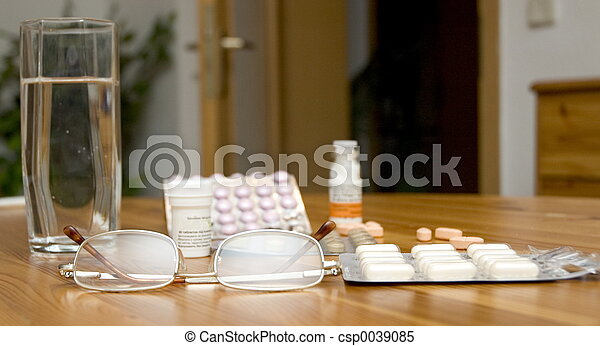 pills on the table - csp0039085