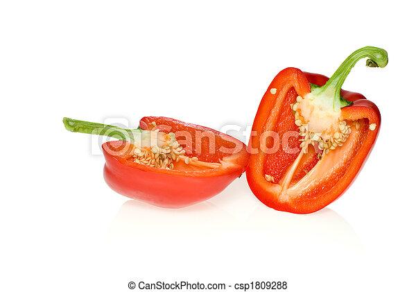 Dos mitades de pimienta roja - csp1809288