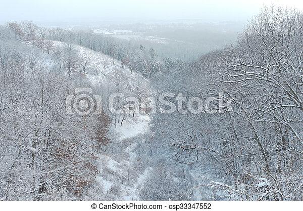Pine Bend Bluffs Winter Horizon - csp33347552