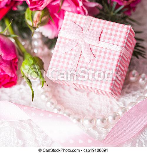 Pink box - csp19108891