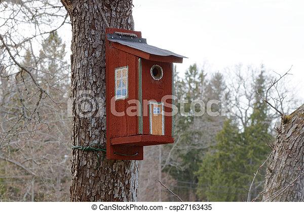 La casa del pájaro pintado - csp27163435
