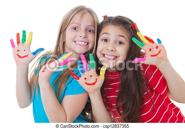 Niños felices jugando a la pintura - csp12837355