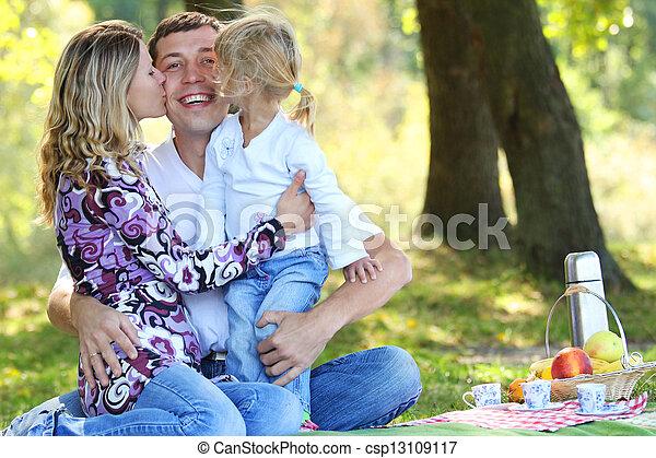 piquenique, família - csp13109117