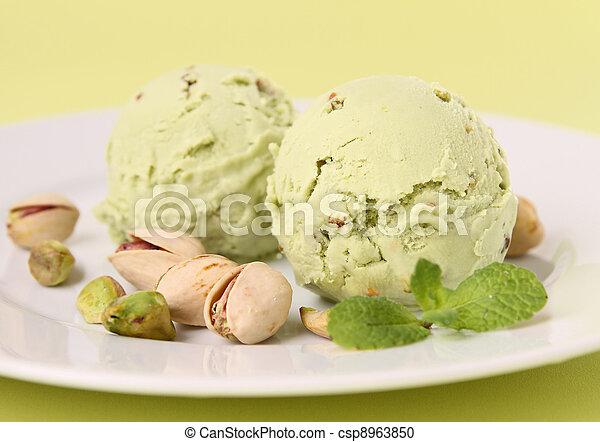 Helado de pistacho - csp8963850