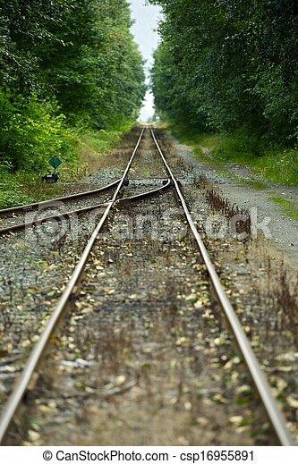 Forzando vías ferroviarias - csp16955891