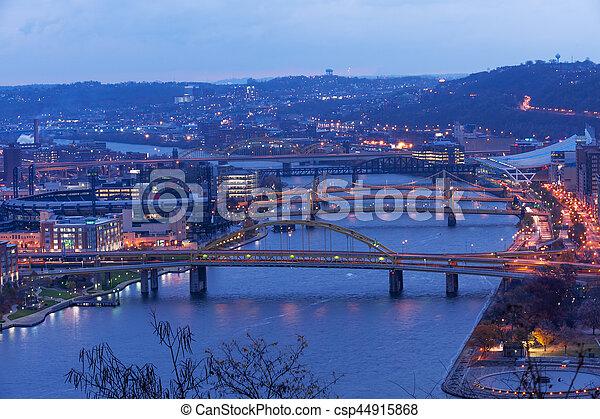 Pittsburgh, ciudad de puentes - csp44915868