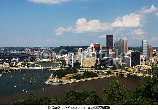 Vista aérea del horizonte de Pittsburgh - csp38225635