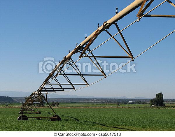 pivot irrigation system - csp5617513