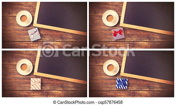 Una taza de café con regalo y pizarra - csp57876458