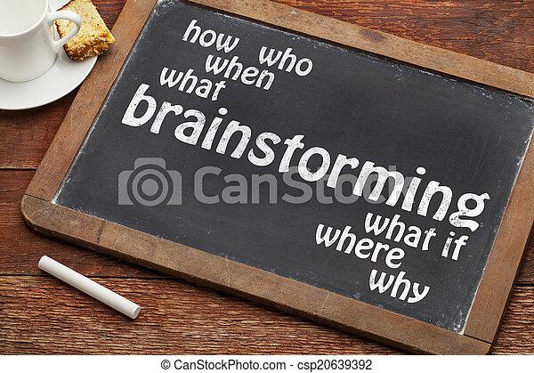 El concepto de tormenta de ideas en la pizarra - csp20639392