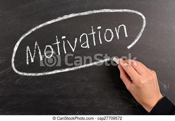 Escribiendo motivación en una pizarra - csp27709572