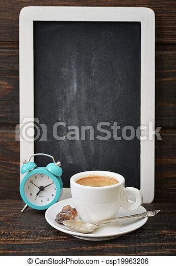 Una taza de café con pizarra - csp19963206