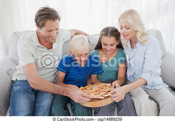 pizza, insieme, famiglia mangiando - csp14989239