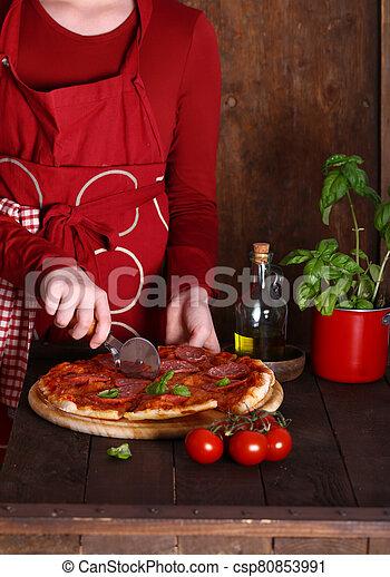 pizza pepperoni, fait maison, table, bois - csp80853991