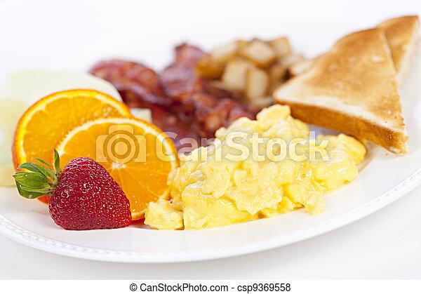 Plato de desayuno - csp9369558