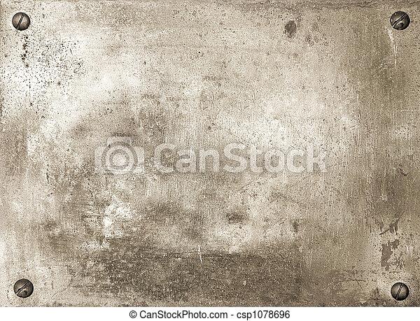Una brillante placa de metal con tornillos - csp1078696